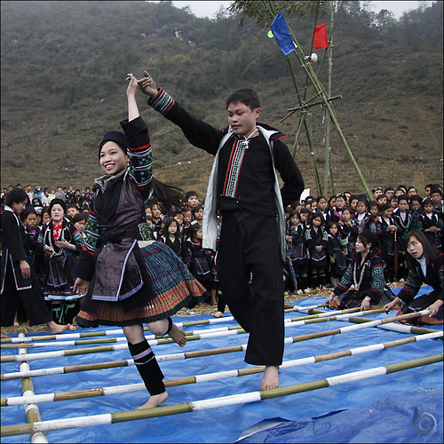 Hmong dance over clapping Bamboo