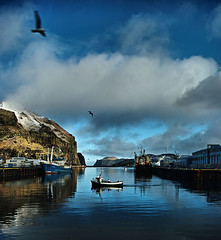 The harbour (Konn (lubbakonsa)) Tags: reflection port iceland village harbour vestmannaeyjar sland westmanislands heimaey blueribbonwinner konny hfnin orp pentaxk10 konn