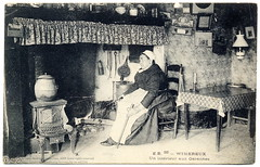 Beside the Fireplace (c.1907) (postaletrice) Tags: old portrait people bw woman white house black france home kitchen les composition vintage de geotagged cuisine photo casa mujer fireplace sitting antique retrato interior room postcard femme decoration calm apron cocina antigua stove photograph sit estancia salon postal melancholy habitacin pas maison seated chambre francia nordpasdecalais bellows calais manche postale carte intrieur ancienne tablier chemine hogar chimenea mantelpiece 1907 tarjeta pasdecalais decoracin wimereux cpa boulognesurmer sentada assise cuisinire fuelle soufflet mandil garennes geo:lat=16187 geo:lon=507772