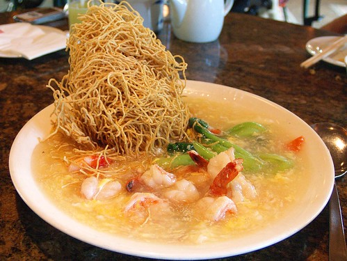 Crispy fried noodles with prawns