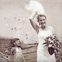 marianna and the bride (gosia janik) Tags: flores bride wind retrato boda novia sesin damadehonor