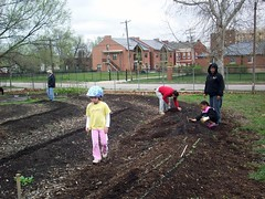 neighbors work on the 13th St community garden (courtesy of ONSL Restoration Group)