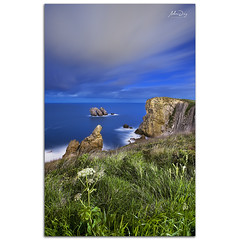 Night on cliffs (267 sec) (alonsodr) Tags: longexposure nightphotography seascape night marina noche nocturnal sony nocturna alpha alonso cantabria carlzeiss largaexposicin liencres a900 alonsodr fotografanocturna puertadelmar alonsodaz alpha900 losurros cz1635mm mygearandme