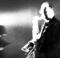 ______________ (wanda.dschmidt) Tags: white abstract black color musicians photo musiker jazz abstrakt schwarzweis farbfoto