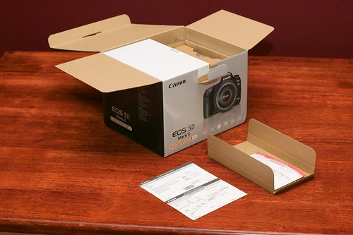Canon 5D Mark II Unboxing 03