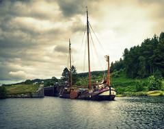 The Volharding (Uncle Berty) Tags: uk england scotland sailing lock 10 argyll 9 berty brill bucks barge smalls crinancanal the lochgilphead volharding hp18 robfurminger