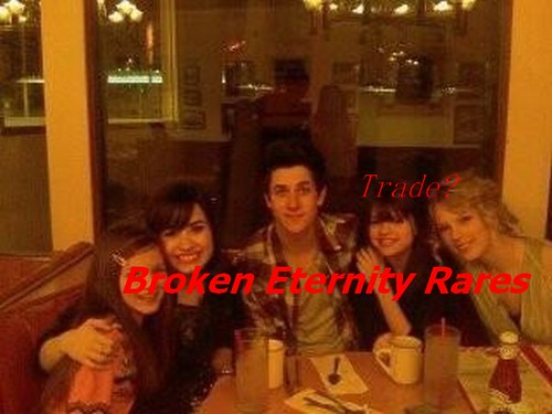 pics of selena gomez and david henrie. David Henrie, Selena Gomez