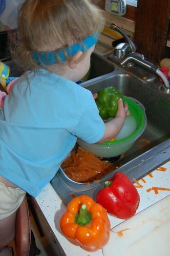 Ardyn washes veggies