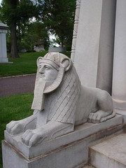Tate Sphinx_P5110907 (Wampa-One) Tags: sphinx tate clinton tomb egypt billclinton 1907 stlouismo bellefontaine bellefontainecemetery williamjeffersonclinton egyptianstyle tatemausoleum frankntate
