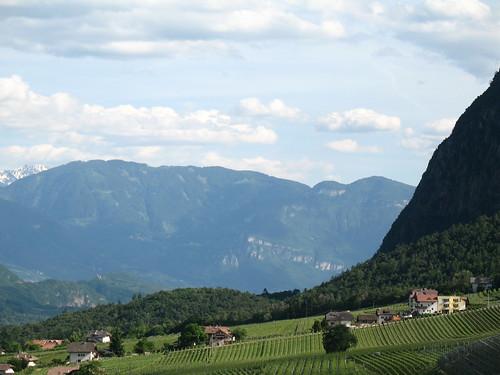 Blick auf Eppan Berg und das Appartement Hotel Matscher Wellness & Beauty