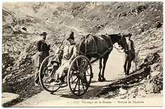 A Tourist Car in the Alps (c.1908) (postaletrice) Tags: old horse woman mountain alps men tourism car montagne alpes vintage de landscape caballo cheval switzerland la mujer suisse suiza antique swiss postcard femme pass goat paisaje tourist voiture antigua alpine coche carro kandersteg bern postal char montaa gemmi turismo col cabra canton aar postale hommes bernese carte tourisme valais hombres ancienne turista massif chvre tarjeta touriste sulky leukerbad cpa alpino wildstrubel belleepoque daubenhorn plattenhrnern