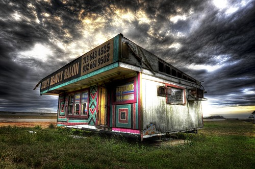 The Roadside Beauty Salon / Trey Ratcliff