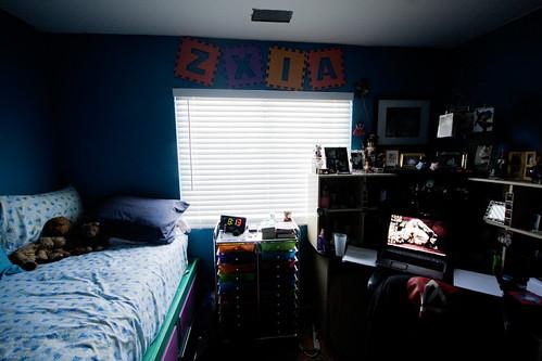 Bed/Desk/Window