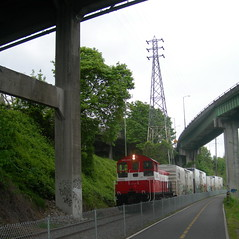 OPR 1202 pulls a short train towards East Portland