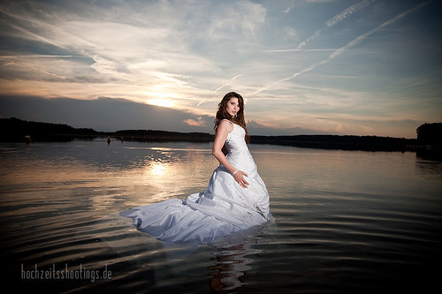 "Trash-the -dress-8 • <a style=""font-size:0.8em;"" href=""http://www.flickr.com/photos/34734209@N03/5749325789/"" target=""_blank"">View on Flickr</a>"