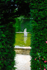 Pond Memories at Hidcote Manor Garden (antonychammond) Tags: uk england green statue pond britain path gloucestershire hedge tp soe digitalcameraclub hidcotemanorgarden bej mywinners flickraward concordians theperfectphotographer goldstaraward pathscaminhos reflectyourworld
