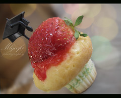 '' mini congrats  '' (Salma Alzaid ) Tags: party college fun strawberry graduation cupcake cap tiny congratulations congrats askme       canong10 mlg0o0fa salmaphotography httpwwwformspringmemlg0o0fa