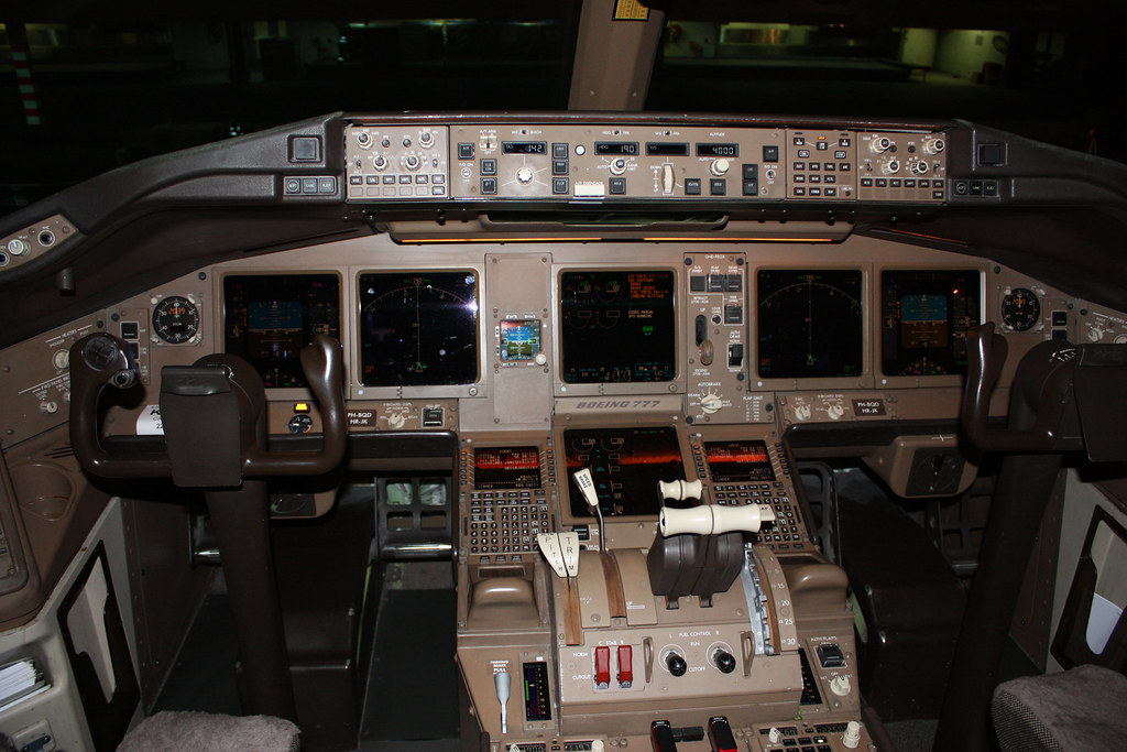 777 Cockpit by Blyzz, on Flickr