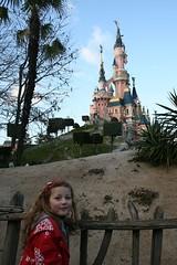 Poppy and sleeping beauty's castle (millersjon) Tags: disney eurodisney sleepingbeautycastle disneylandresortparis