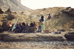 Aboriginals of Hengam Island (Alieh) Tags: persian women iran muslim persia iranian aboriginal henna ایران mehndi persiangulf ایرانی خلیجفارس hormozgan facecover هرمزگان حنا aliehs alieh ایرانیان پرشیا عالیه سعادتپور saadatpour hengamisland بومی جزیرههنگام برقه upcoming:event=2112901 روبنده بومیجزیره
