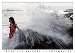Surprising (juzz_arisuta) Tags: sunset texture beach canon model hunting wave batu pantai sore ombak 50d seseh