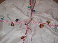 Toalha de mesa decorada com fuxicos (Mar de flores) Tags: flowers flores fuxico yoyo fux croche fuxicos fuxicando crochetando fuxicaria fuxic