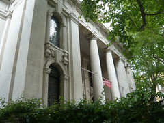 St John's Smith Square, SW1, (Archer, 1728) (londonconstant) Tags: uk england urban london church westminster parish hall concert style architect gb baroque londra anglican barroque sw1 greekrevival costi stjohnssmithsquare smithsquare thomasarcher londonconstant englsi