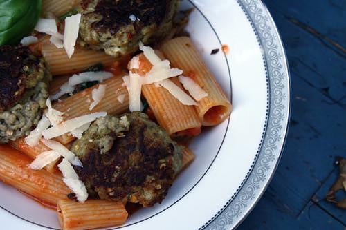 Meat-Free Fridays: Rigatoni with Cream Sauce and Eggplant Balls 1