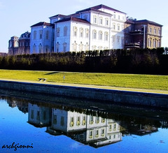 la venaria reale (archgionni) Tags: windows sky italy reflection building castle water architecture torino italia searchthebest edificio cielo acqua reflexions turin castello architettura reale riflesso finestre venaria beautifulphoto villeegiardini