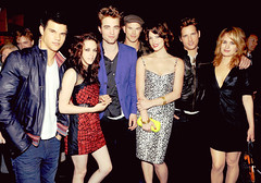 New Moon cast, backstage of the MTV Movie Awards (dessa(L)kstew) Tags: new moon robert look elizabeth ashley peter stewart taylor kristen greene kellan lutz lautner facinelli pattinson reaser