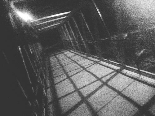 puente y oscuridad