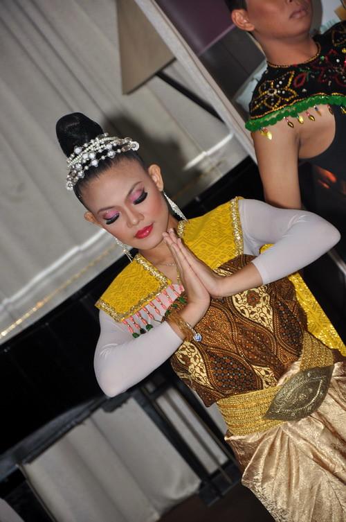 Thai dance 2