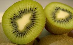 Kiwi (A. Saleh) Tags: green fruits closeup salad kiwi nikond200 asaadsaleh cmwdgreen wwwasaadsalehcom cmwdweeklywinner