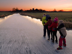 The ice train ;-) (Bn) Tags: holland bravo iceskating skating thenetherlands wintertime topf200 iceskate waterland schaatsen schaats holysloot elfstedentocht ransdorp kidshavingfun 200faves natuurijs elevencitiestour holysloterdie bevrorenmeer skatingonnaturalice dutchskaters schaatseninwaterland skateoutdoor ganzentijdinjanuari schaatsgekte ijstochten lakefreezeover iceskatinginholland ijsplezier schaatsenopderansdorperdie theicetrain skatingkids detorenvanransdorp