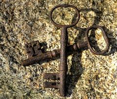 DSC_1896 cross keys (mary~lou) Tags: old fletcher nikon rust key cornwall d70 mary granite 15challengeswinner mary~lou