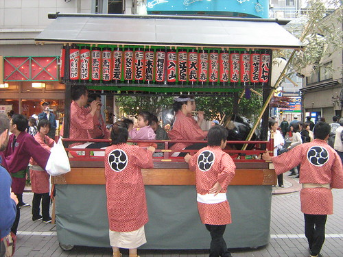 Red team's music float at Sanja Matsuri