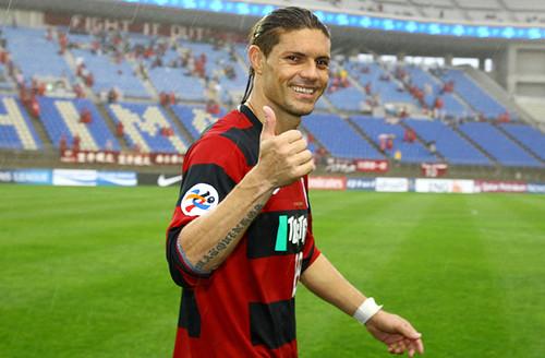 Inside out: Kashima Antlers striker Marquinhos forgets how to get dressed