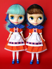 Devotchka (Helena / Funny Bunny) Tags: doll group kenner blythe popsicle olds devotchka kennerblythe funnybunny petuniakibbles solidbackground icemintpopsicle fbfashion