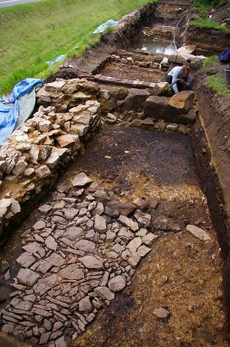 Archaeologin Ines Buckel beim Freilegen der Befunde am ehemaligen Hammer Altneuhaus
