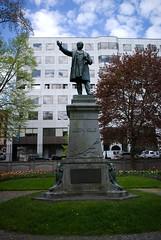 栄光を飾った記念碑の画像