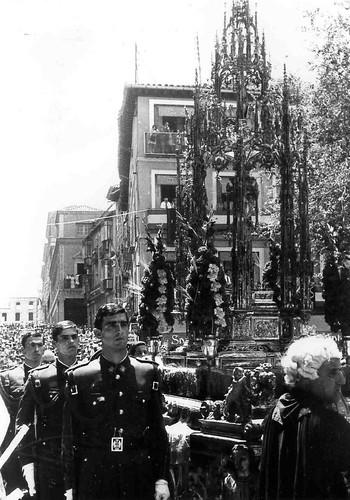 Procesión del Corpus Christi de Toledo a mediados del siglo XX. Revista Alijares