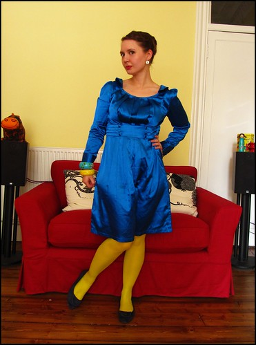 1.5.10: blue and yellow and a 'beehive' fashion clothes style outfit thrift thrifted blogger blog creative colour color charity shop quirky individual blue yellow dress dressy smart party birthday