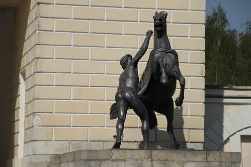 Москва: Одна из двух скульптур