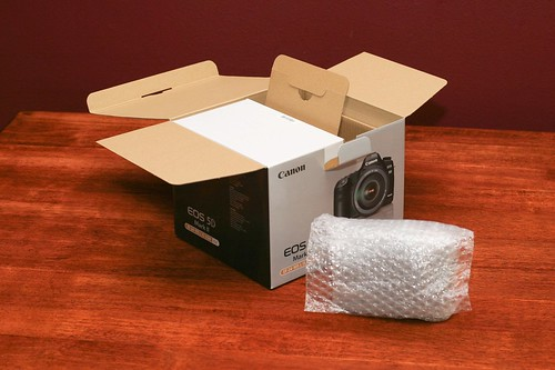 Canon 5D Mark II Unboxing 04
