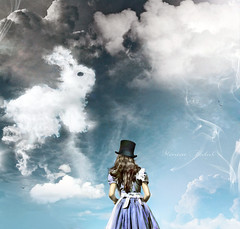 Alice's Illusions (Nika Fadul) Tags: blue rabbit girl hat fairytale clouds dress alice smoke lsd fantasy illusions cogumelo wonderland cartola aky mnicafadul nikafadul