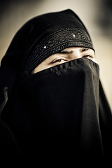 Burkah (Pvince) Tags: voyage travel portrait woman india travelling art tourism look canon print eyes photographie veil image indian muslim islam stock vincent hijab culture atmosphere adventure backpacking destination environment shia voyager kashmir srinagar niqab exploration impression axiom cultural discover burkah routard shiite artprint professionnel travelphotography encadrement tchador tirage decouvrir professionnal tiragedart pvince wwwpvincenet wwwmabellephotocom mabellephoto