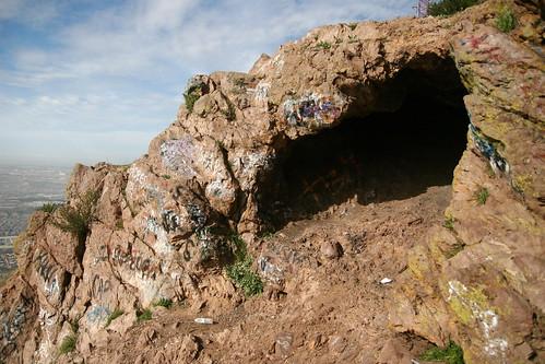 Cueva del Cerro Colorado