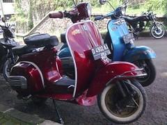 Vespa warna merah keluaran 1966. Dijual!