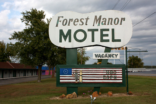 Forest Manor Motel sign