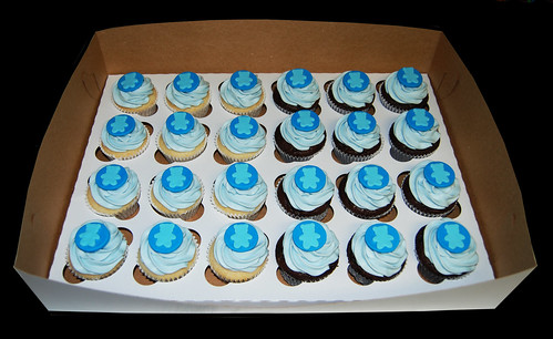 blue bear baby shower cupcakes